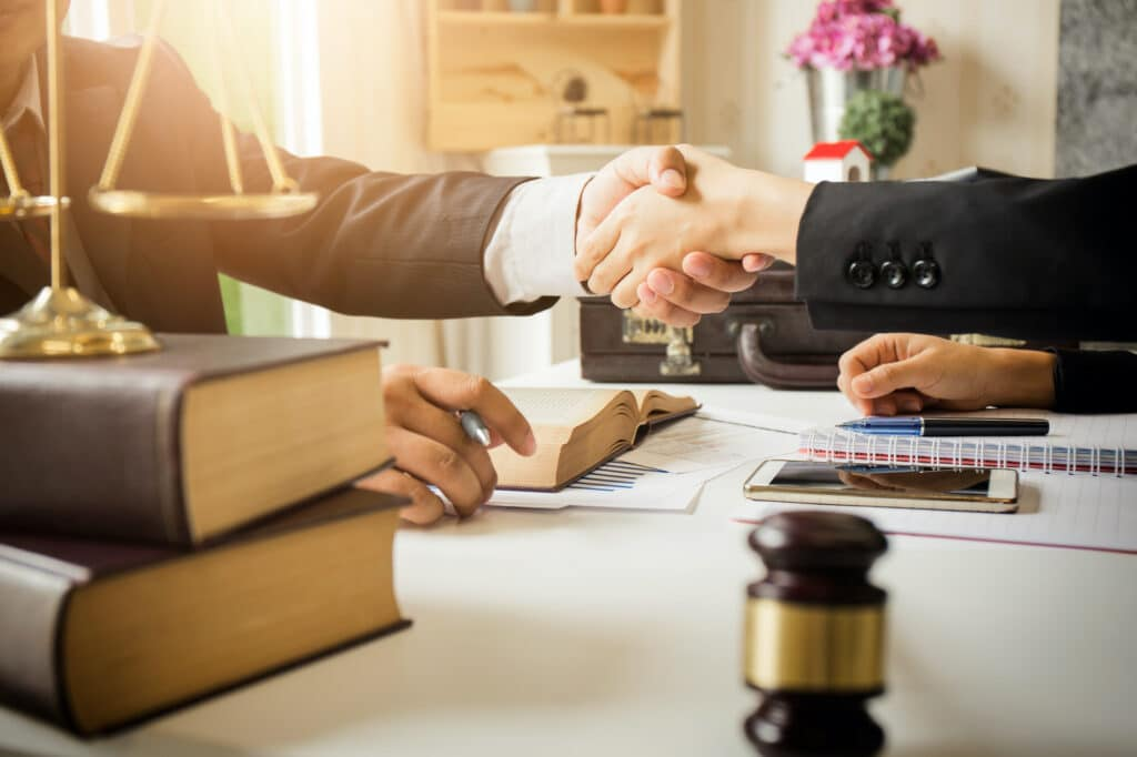 how to switch lawyers in the middle of a case