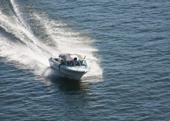 HOW TO STAY SAFE WHILE BOATING IN OHIO THIS WINTER
